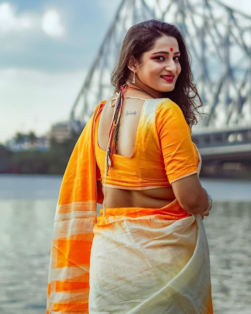Bengali Model Latest Stills In Saree Navel Queens