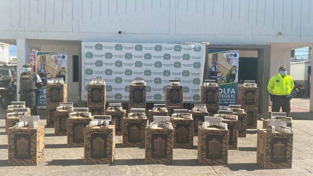https://www.notasrosas.com/Polfa incauta 21 mil cajetillas de cigarrillos en La Guajira