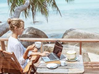 Cari Hiburan Buat Menemani Waktu Santai Saat Solo Traveling