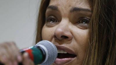 VÍDEO: Flordelis chora em coletiva sobre morte do marido