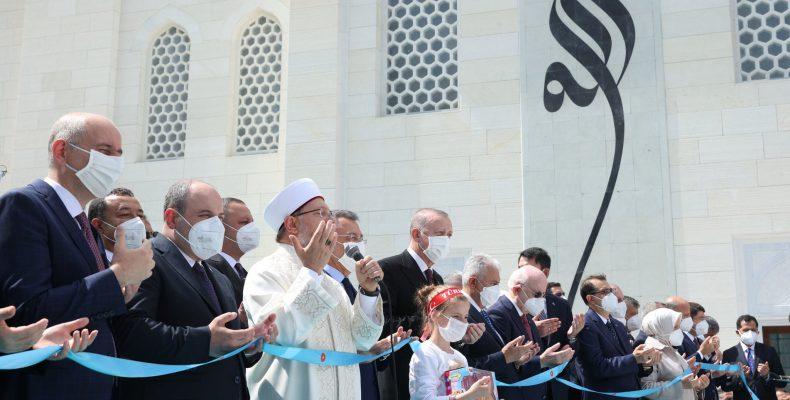 """Ερντογάν – Αγιά Σοφιά: """"Μιναρέδες-ξιφολόγχες, τρούλοι-κράνη, τα τζαμιά""""…"""