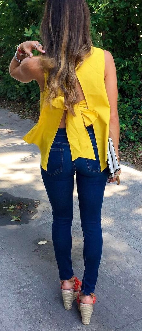 summer outfit: yellow top + skinny jeans
