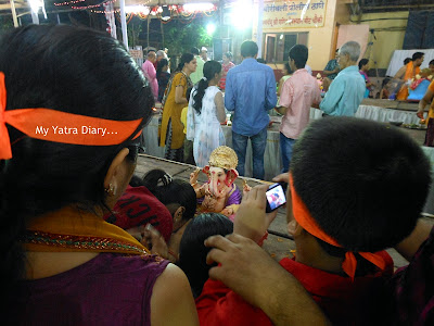 Devotees asking for blessings of Lord Ganpati ahead of Ganesh Visarjan - Mumbai