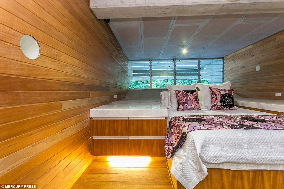 02-One-of-the-Bedrooms-Charles-Wright-Architecture-with-Star-Wars-Millennium-Falcon-Inspired-House-www-designstack-co