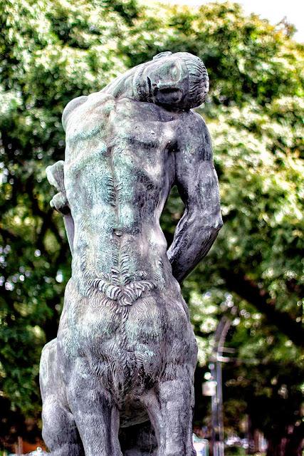 Escultura de Bourdelle en la Recoleta