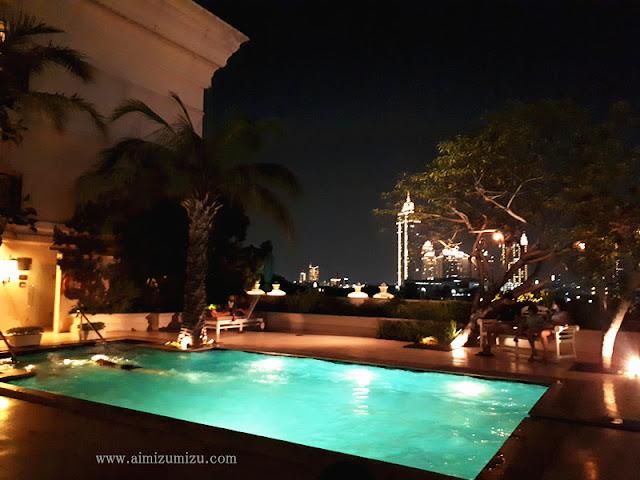 Swimming Malam di Jakarta