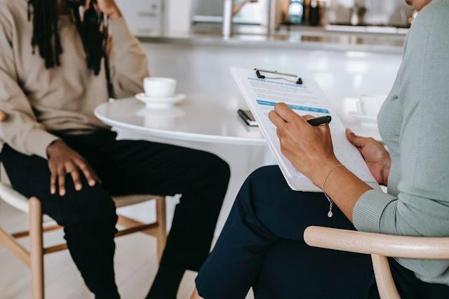 -ما هي أنواع الأسئلة التي يواجهها الفرد أثناء مقابلة العمل-الرد علي العرض الوظيفي-