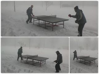 ΓΙΑΝΝΕΝΑ-Έπαιξαν πιγκ-πογκ στο χιόνι!