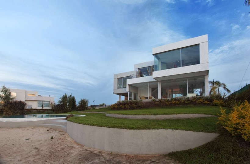 Sand beach and Casa del Cabo by Andres Remy Arquitectos