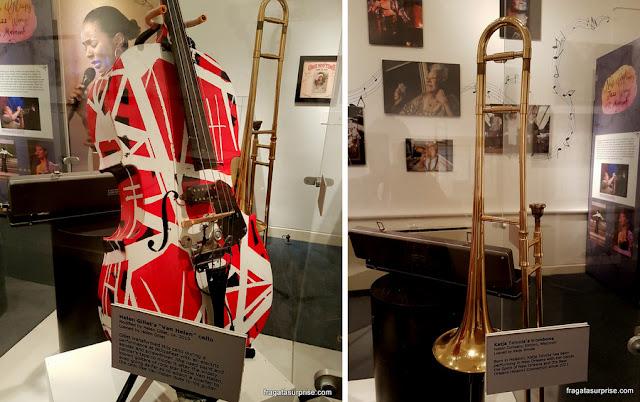Lembrança de grandes jazistas mulheres no Museu do Jazz de Nova Orleans