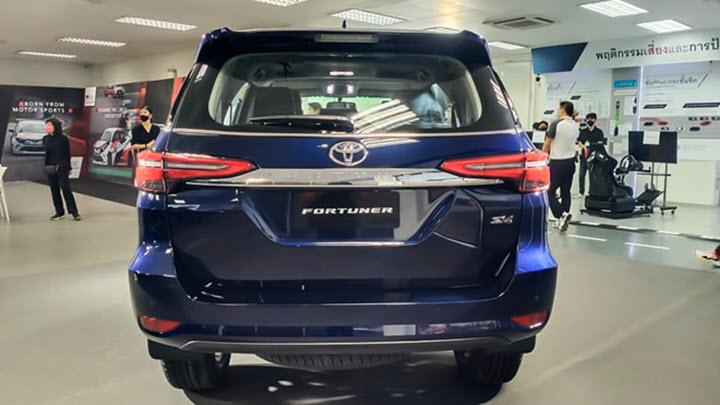 Ảnh thực tế Toyota Fortuner 2021 phiên bản giá rẻ