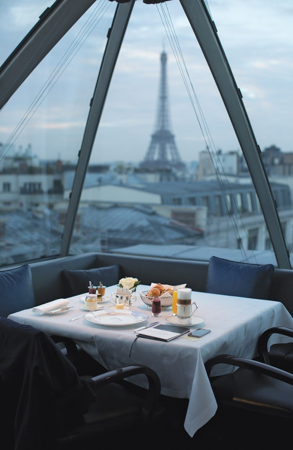 Weekday Wanderlust | Wine With a View: Two Restaurants in Paris with the Most Romantic Views