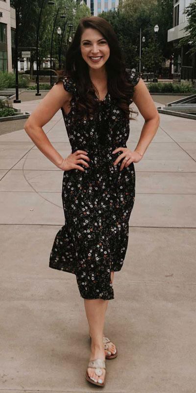 24 Cute Fall Outfits You Should Already Own. Fall Fashion via higiggle.com | Black floral midi dress | #mididress #falloutfits #fashion #floral
