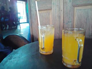 Wedang Jeruk saat makan di Kopi Klotok Kaliurang