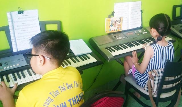 Học viên lớp Organ tại Trung Tâm Âm nhạc Hoàng Gia