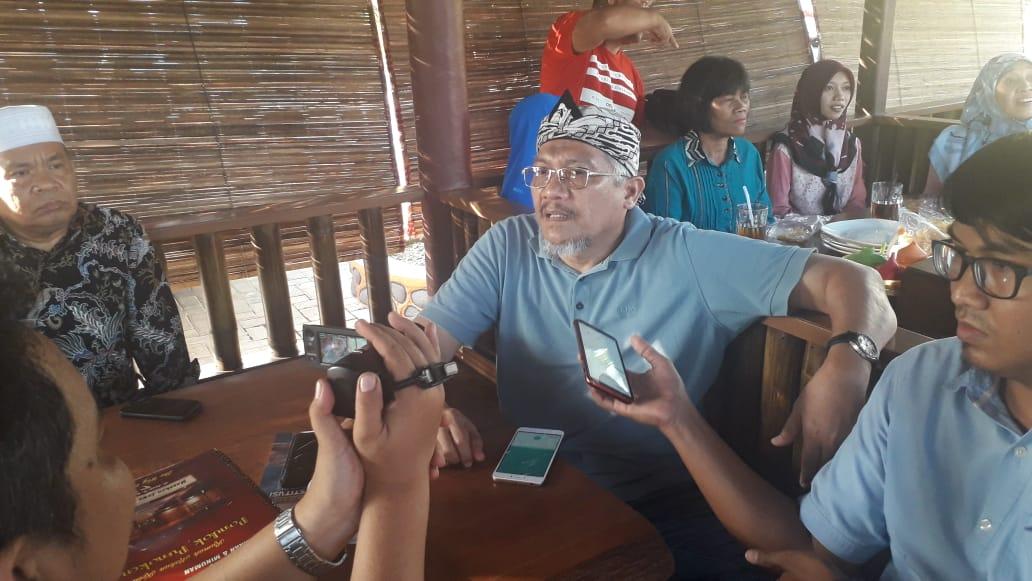 MS Kaban saat diwawancarai wartawan.