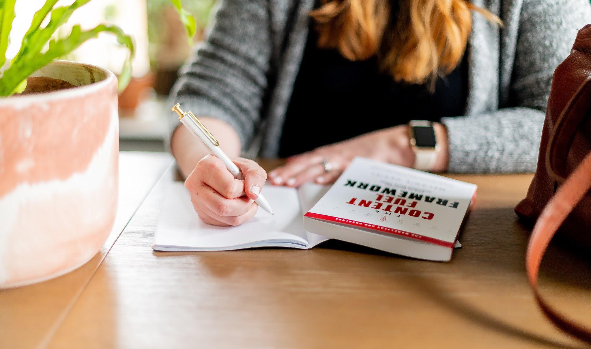 Essay Structure& 7 Essentials of Successful Essay Writing