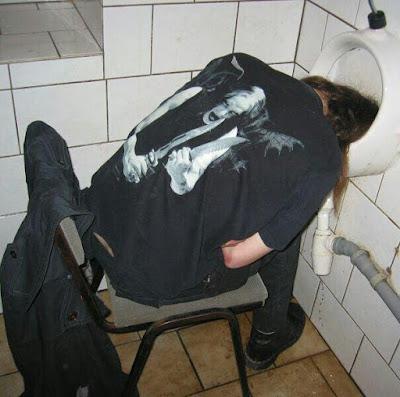 Black Metal Konzert - im Klo eingeschlafen