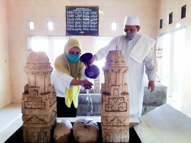 Selly-Manan Ziarah ke Makam Para Aulia di Mataram