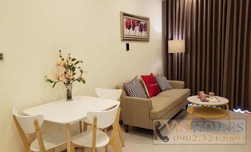cho thuê căn hộ Vinhomes tại tháp P6 - bàn và sofa phòng khách