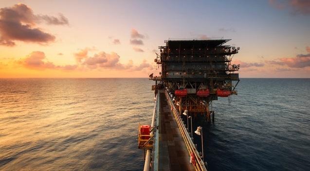 harga saham medc dan harga minyak mentah dunia