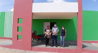 Prefeito, Secretária de Saúde e servidora pública visitam novas Unidades de Saúde no município