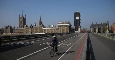 Boris Johnson decreta el confinamiento total en Inglaterra