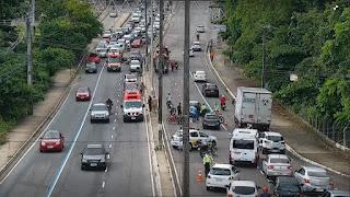 Dois acidentes simultâneos deixam fluxo intenso próximo ao viaduto da Pedro II, na Capital
