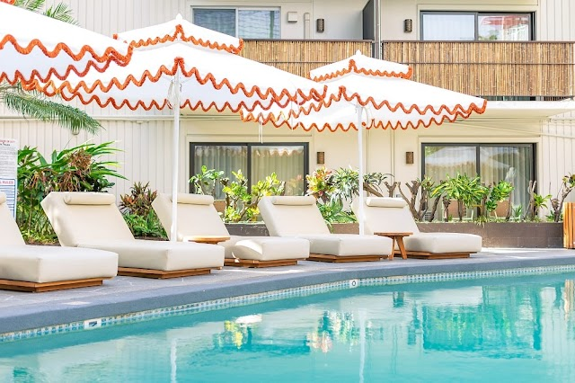 WAIKIKI'S WHITE SANDS HOTELS DEBUTS OF HEY DAY, A POOLSIDE RESTAURANT AND BAMBOO BAR CONCEPT
