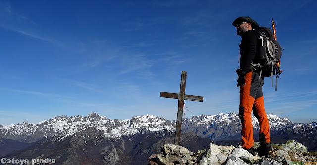 Vistas desde el Pico Pozúa en la Cordillera de Pármede