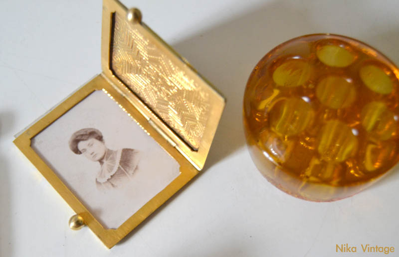porta retratos antiguo, portaretratos portatil, violetero ambar