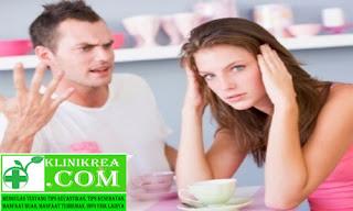 12 Tanda Pasangan Yang Posesif, Apa Yang Harus Anda Lakukan?