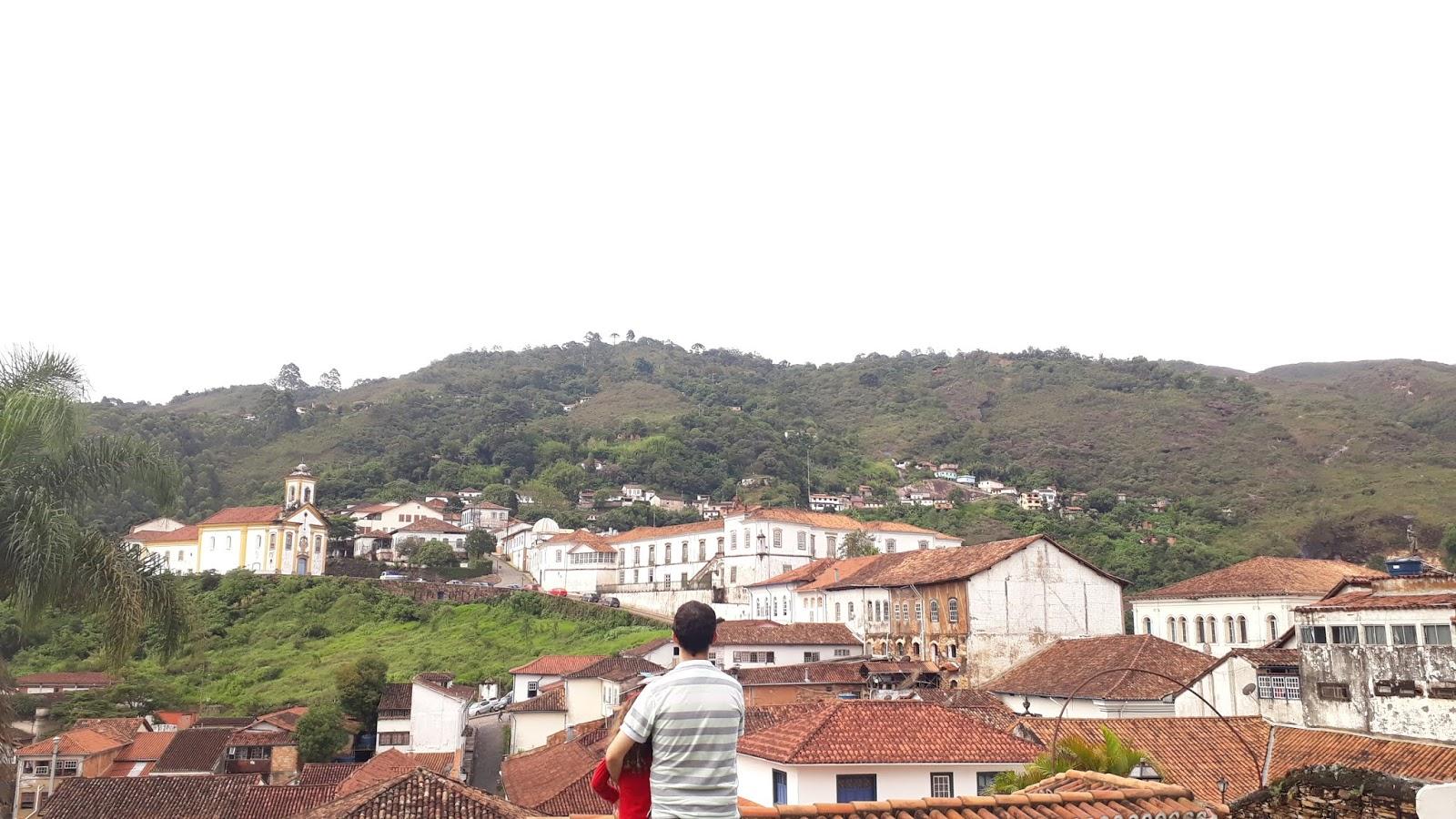 Vista para a cidade de Ouro Preto a partir do interior da Igreja de Nossa Senhora do Carmo