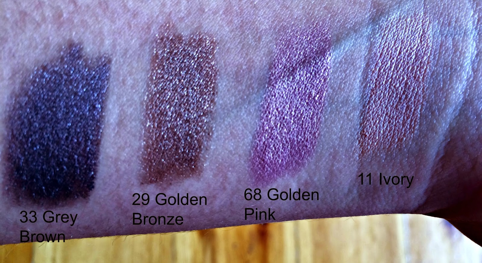 review & swatches Korres volcanic minerals twist eyeshaodw