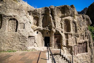 Detalle paredes en roca Monasterio de Geghard
