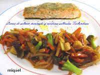 Lomos de salmón Marinado y salteados de verduras al Wok