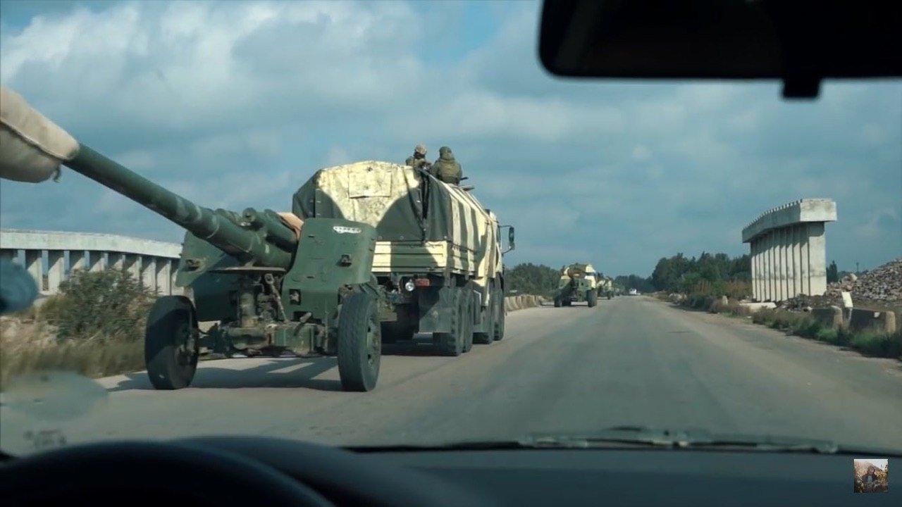 Dengan Senjata Berat, Konvoi Militer Rusia dan Rezim Asad Menuju Idlib
