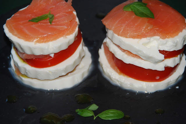 https://lasrecetasdeblinky.blogspot.com/2019/07/milhojas-de-salmon-ahumado-reto-tus.html