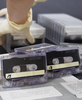 Las grabaciones en cintas de los testimonios del piloto de Enola Gay Paul Tibbets y otros se muestran en el Museo Conmemorativo de la Paz de Hiroshima.