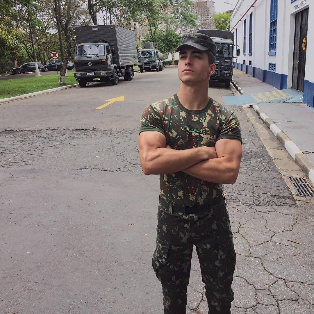 sexy-brazilian-young-guys-military-soldier-big-biceps