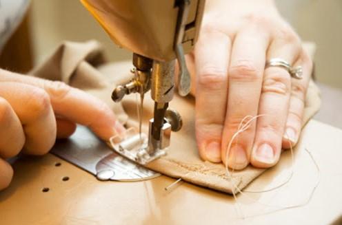 Suka Desain Baju Sendiri, Yuk Intip 3 Rekomendasi Mesin Jahit Untuk Pemula