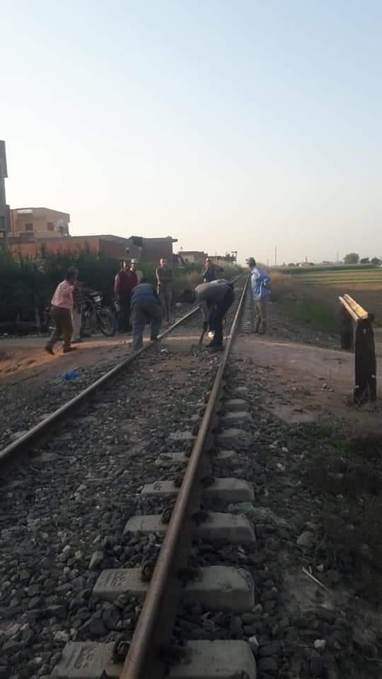 بالصور.. غلق المعابر المخالفة علي خط السكة الحديد بقرية الناصر بأبو المطامير .