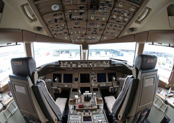 Boeing 777F cockpit