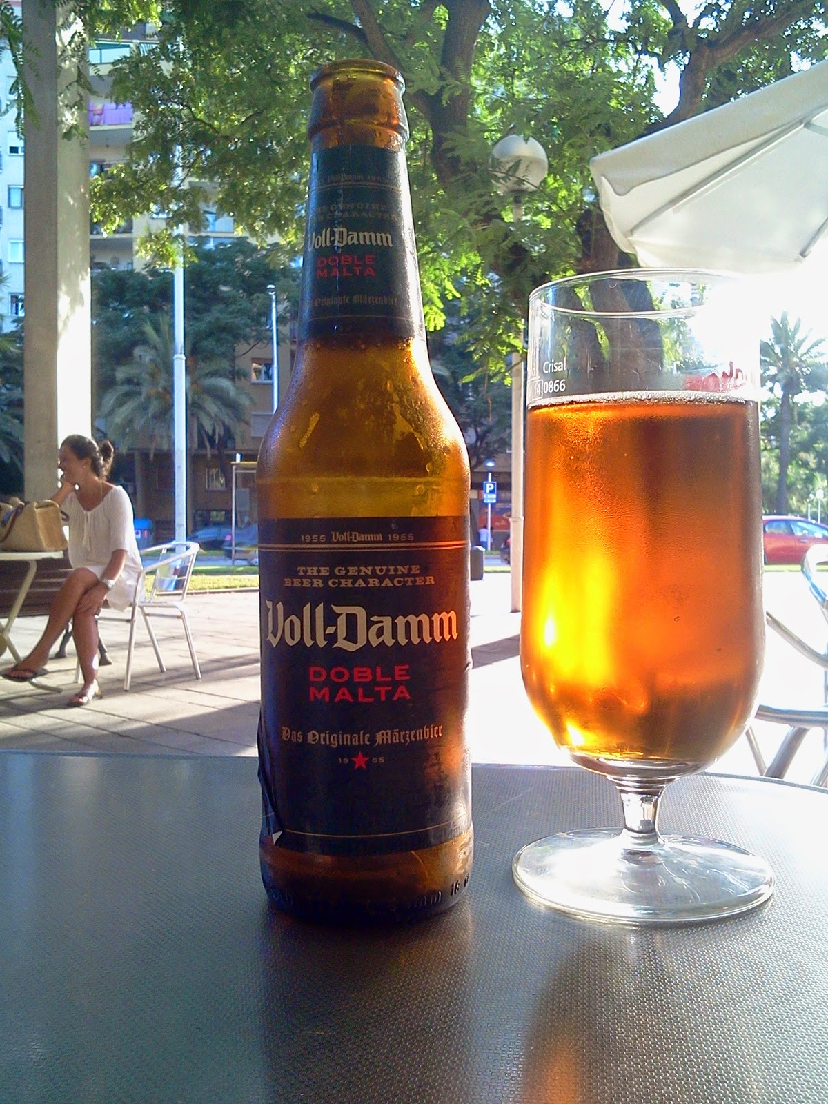Voll Damm Doble Malta Average Guy S Guide To Beer