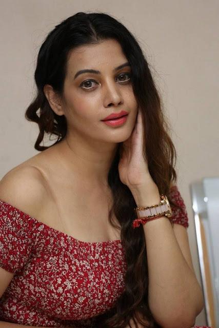 diksha panth sexy image gallery