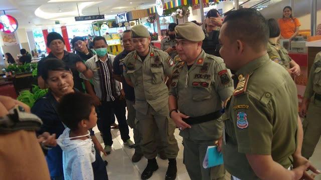 Beri Imbauan kepada Warga kota Manado , Pol PP keliling sejumlah titik keramaian