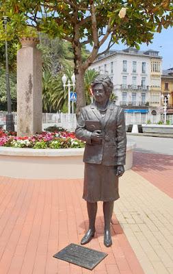 Luarca, estatua, Margarita Salas