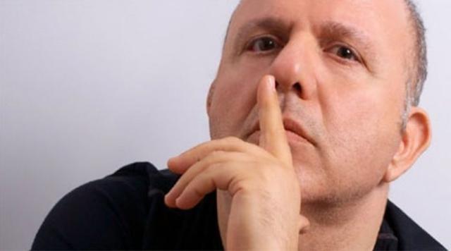 """Ο Νίκος Μουρατίδης ανοίγει το στόμα του και κλείνει σπίτια: """"Αυτές είναι οι κυρίες που πουλούσαν το κορμί τους και τώρα το παίζουν μανούλες…"""""""