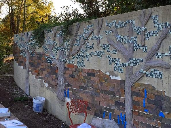 How I Disguised An Ugly Concrete Retaining Wall In My
