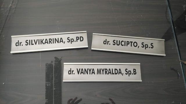 Plang Nama Dokter di RS
